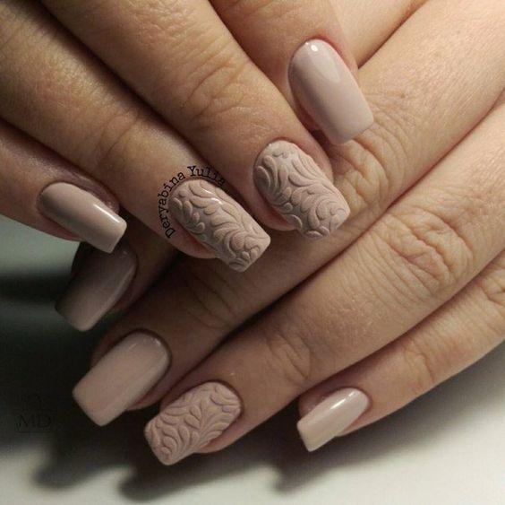 Свадебный одноцветный объемный маникюр с рисунком на средние ногти; бежевый лак; 3D дизайн ногтей; wedding monochrome nails; wedding manicure; beige nail polish; manicure with a pattern; middle nails; wedding nails design; 3D design nails