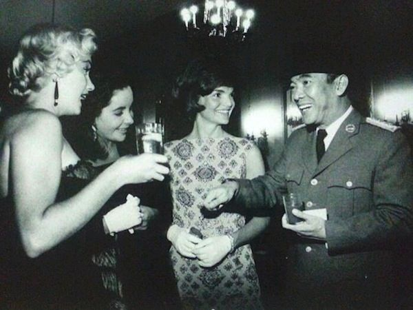Soekarno with Jackie Kennedy, Elizabeth Taylor and Marilyn Monroe in the 60s.