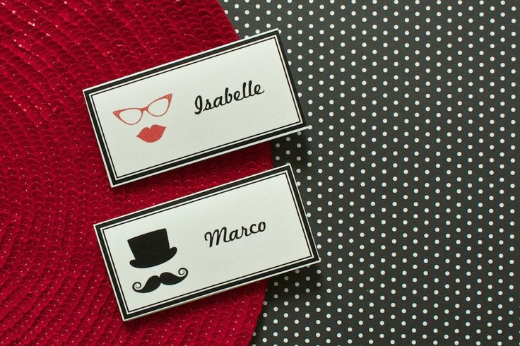 Extraordinary place cards with #moustache and #hat or #lips and #fifities style #sunglasses. Find out more on lucyvanbarnes.de