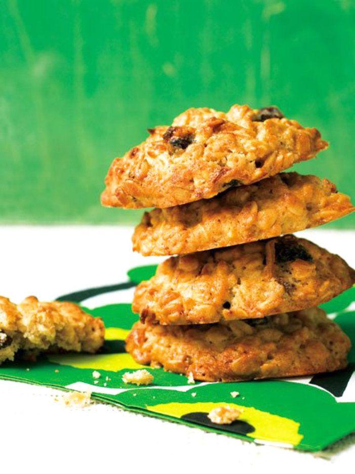 たっぷりの玉ねぎとオートミールを使った、軽食にもなるクッキー。|『ELLE gourmet(エル・グルメ)』はおしゃれで簡単なレシピが満載!