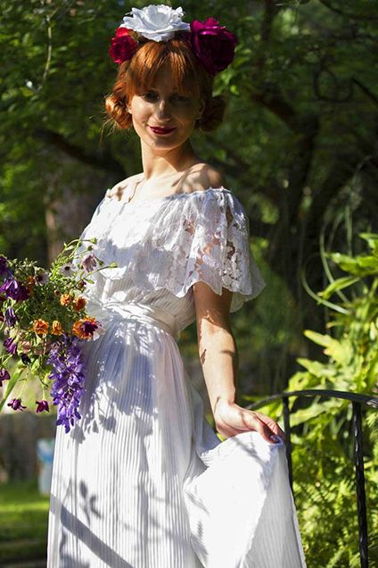 How lovely is this original 1970s off-the shoulder pleated wedding gown? Have a look at the wide flounce on the neckline. Wedding gown Vintachicand photo Alessandro Manca.