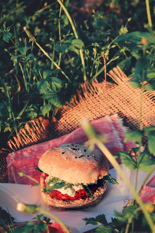 Beet and quinoa burger for a veggie picnic at sunset!