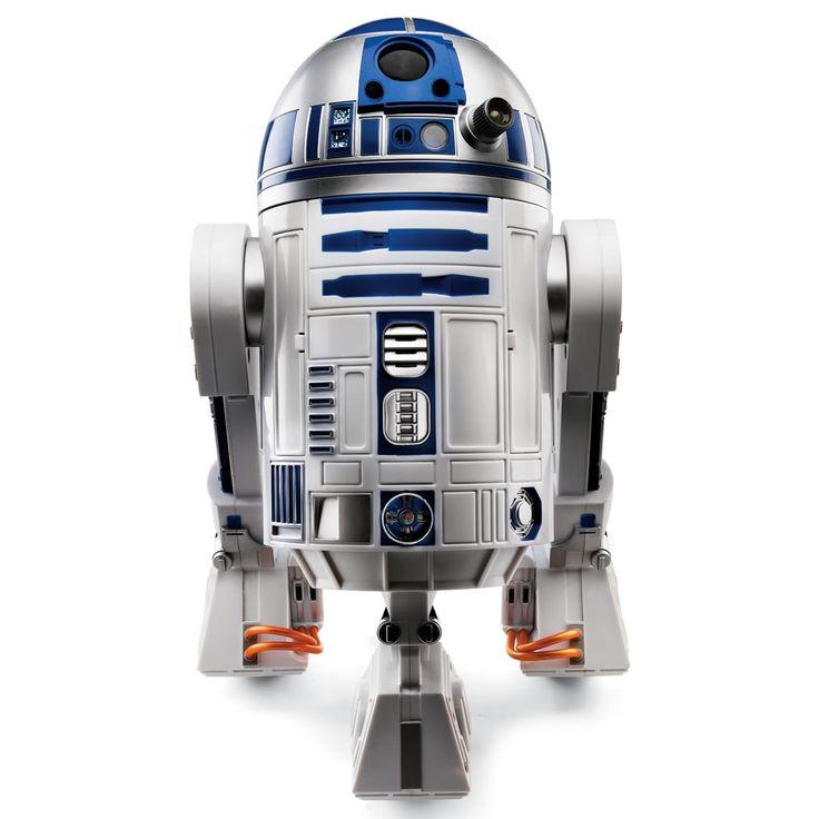 R2D2 est attachant, on dirait un petit animal de compagnie. Très drôle, toujours dans des situations particulièrement drôle