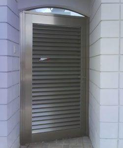 Las 25 mejores ideas sobre puertas de aluminio exterior for Puertas metalicas para patio