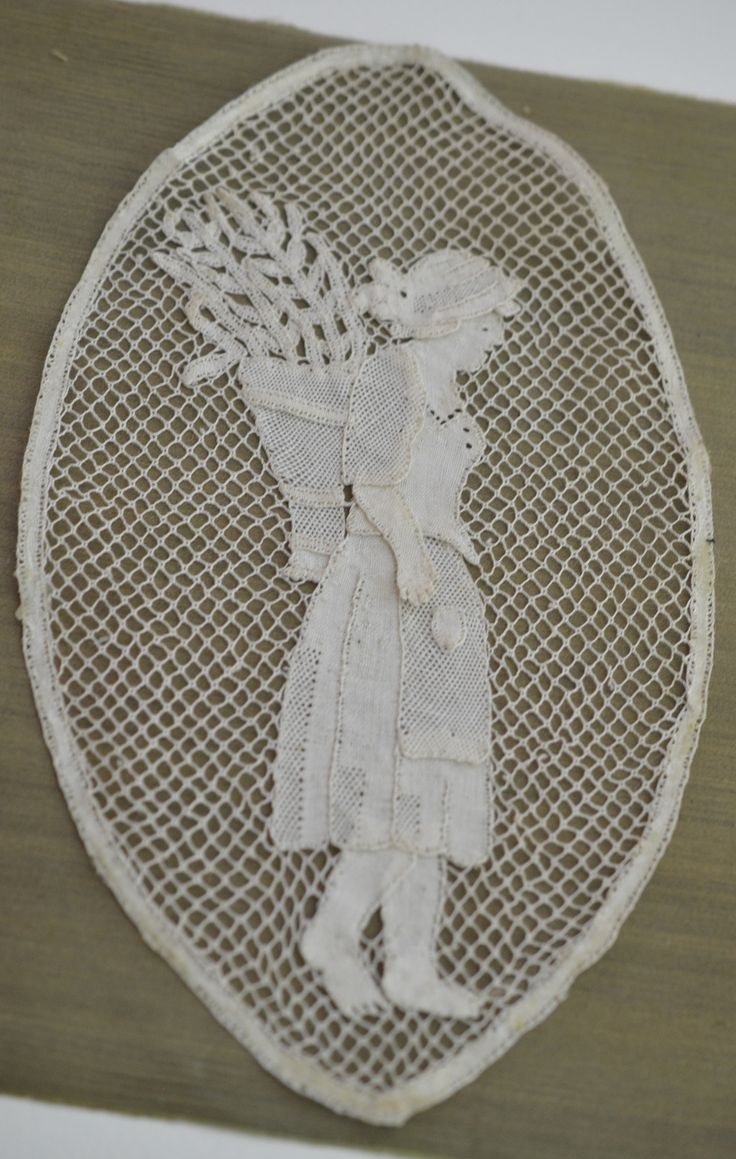 RARE ANTIQUE ITALIAN TORCHON BOBBIN LACE INSERTION -- PEASANT LADY CAR – Textile Magic Collection