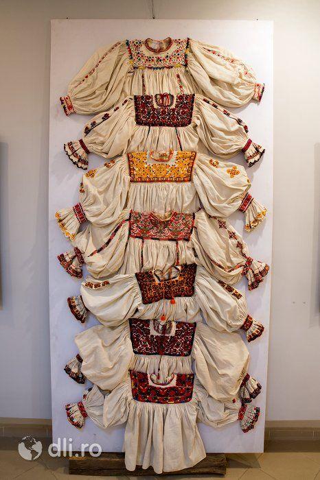 Exozitie cu Ie oseneasca, Muzeul Tarii Oasului din Negresti Oas, judetul Satu Mare