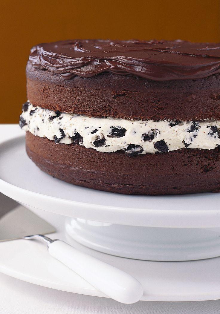Pastel de galletas de chocolate cubierto de chocolate- Descubre el sabor más dulce al probar este pastel que deslumbra con sus achocolatados ingredientes.