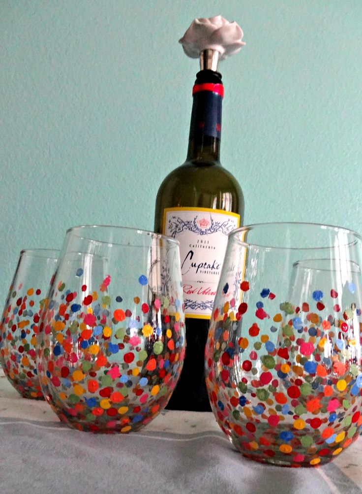 DIY Painted Wine Glasses, seems easy n quick too, if ur thinking what I'm thinking I could have quite a few friends xmas gifts done in an afternoon :)
