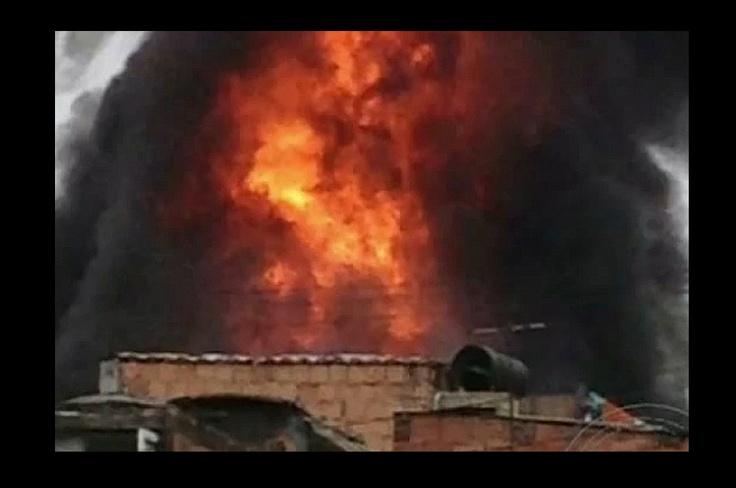 Fotos de incendio en fábrica de pegantes