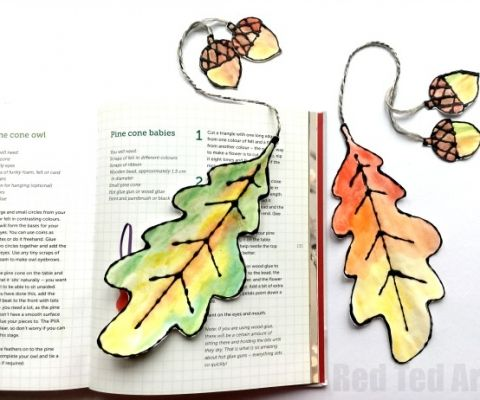 Easy and beautiful Watercolour Leaf Bookmarks. These black glue art leaf bookmarks are easy to make. Use the free leaf printables or trace oak leaves
