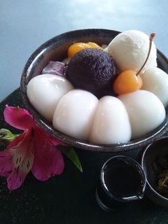白玉クリームあんみつ:茶房雲母、白玉を絶対たべること