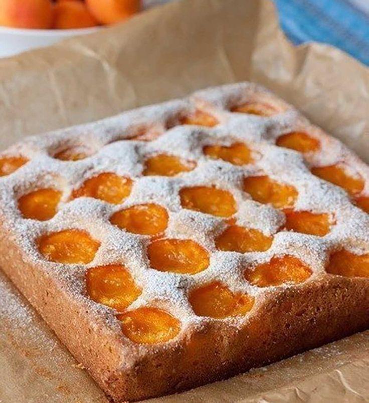 A barack az egyik kedvenc édességünk, ezért szívesen készítek barackos süteményeket is. Ma egy nagyon egyszerű, mégis ínycsiklandó receptet mutatunk. Nálunk hatalmas kedvenc lett! Hozzávalók:[...]