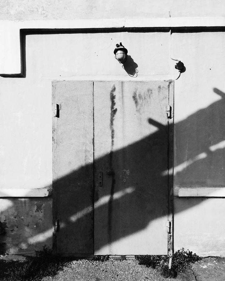 Тебе ничего не надо чтобы быть счастливым. Тебе что-то надо чтобы быть несчастным.  Пападжи  #vsco #vscocam #vscorussia #vscominimal #minimalism #bnw #minimal #monochrome #unlimitedminimal #insta_bw #bw #blackandwhite #bnw_society #nocolor #minimalismlife #bwlife #bw_lover #simple #blackandwhiteonly #bwoftheday #lessismore  #минимализм #чернобелое #чб #философия #психология #цитаты