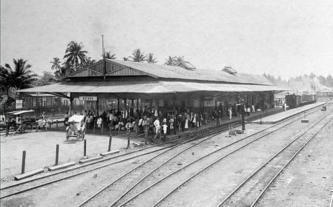Stasiun Batavia (Stasiun Jakarta) Pada masa lalu, karena terkenalnya stasiun ini, nama itu dijadikan sebuah acara oleh stasiun televisi swasta. Hanya saja mungkin hanya sedikit warga Jakarta yang tahu apa arti Beos yang ternyata memiliki banyak versi. Yang pertama, Beos kependekan dari Bataviasche Ooster Spoorweg Maatschapij (Maskapai Angkutan Kereta Api Batavia Timur), sebuah perusahaan swasta yang menghubungkan Batavia dengan Kedunggedeh. Versi lain, Beos berasal dari kata Batavia En…