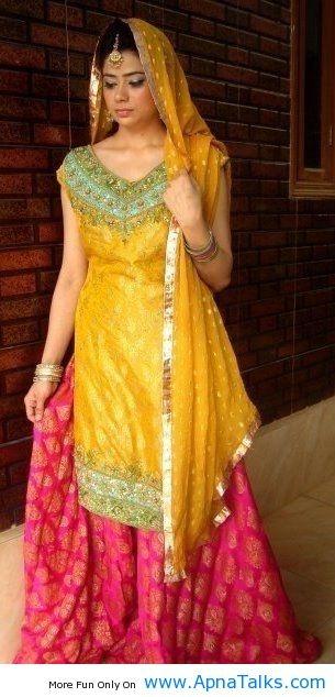 http://www.apnatalks.com/very-simple-pakistani-mehndi-dress-for-bride-2013-yellow-mehndi-dress/ Check out more desings at: http://www.mehndiequalshenna.com/