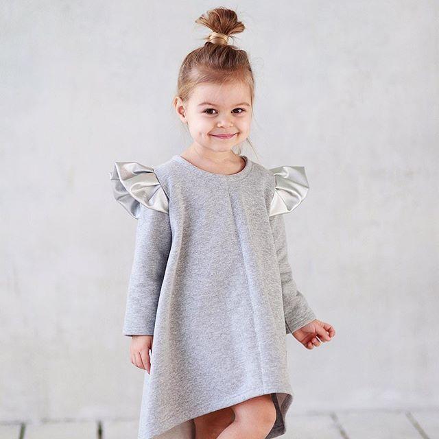 WEBSTA @ miko_kids - Тёплое платье цвета меланж с серебряными крыльями ✨. Состав: 90% хлопок,10% п/э (детали-крылья, искусственная кожа). Размеры в наличии: 92. Старая цена: 5000.Новая: 3500. #miko_kids #conceptkidswear #большечемплатья #❤️