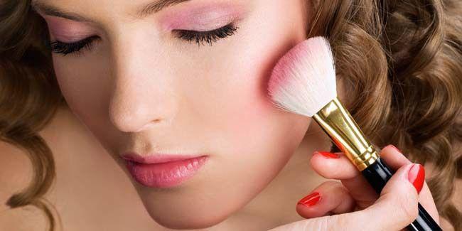 Vemale.com - Agar makeup Anda tampak alami dan tidak tabrak warna, inilah rahasianya.. baca girls