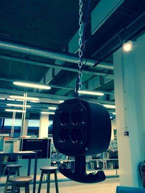 In de Chocoladefabriek hangen de stekkerdozen in de lucht!
