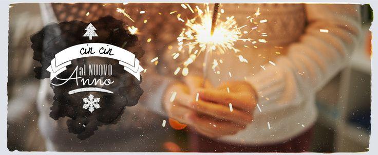 Inizia il nuovo anno con una festa magnifica: con i nostri consigli sarà semplice e divertente organizzare decorazioni, catering, playlist e giochi per passare una notte di #Capodanno memorabile insieme ai tuoi più cari amici! Inoltre, potrai chiamarli tutti a raccolta su #Facebook, taggandoli e scaricando i #kit di #nviti a tema o il nostro #Calendario2016!