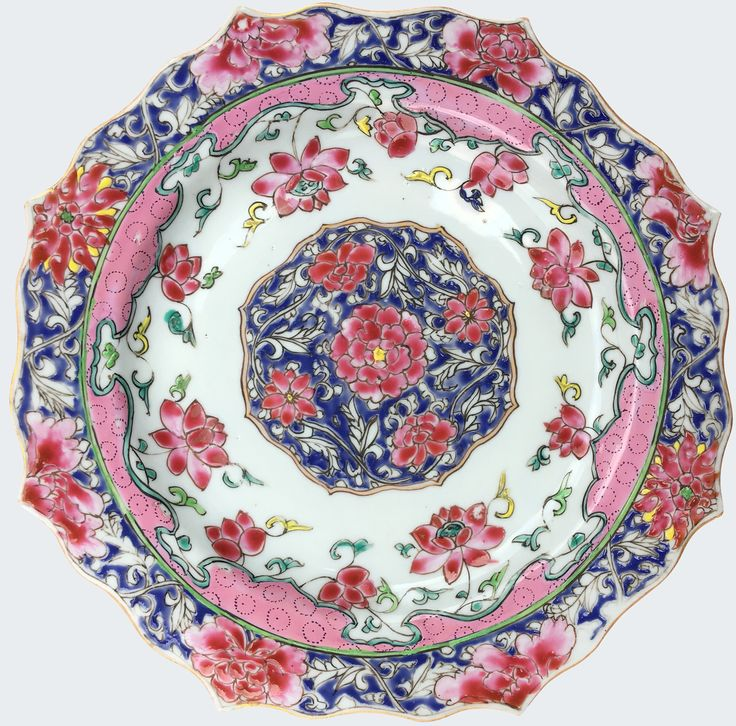 A pair of Chinese export porcelain famille rose petal-shaped plates decorated with flowers. Yongzheng period. Of lotus petal-shaped form and decorated in the famille rose enamels, with peonies and lotus.