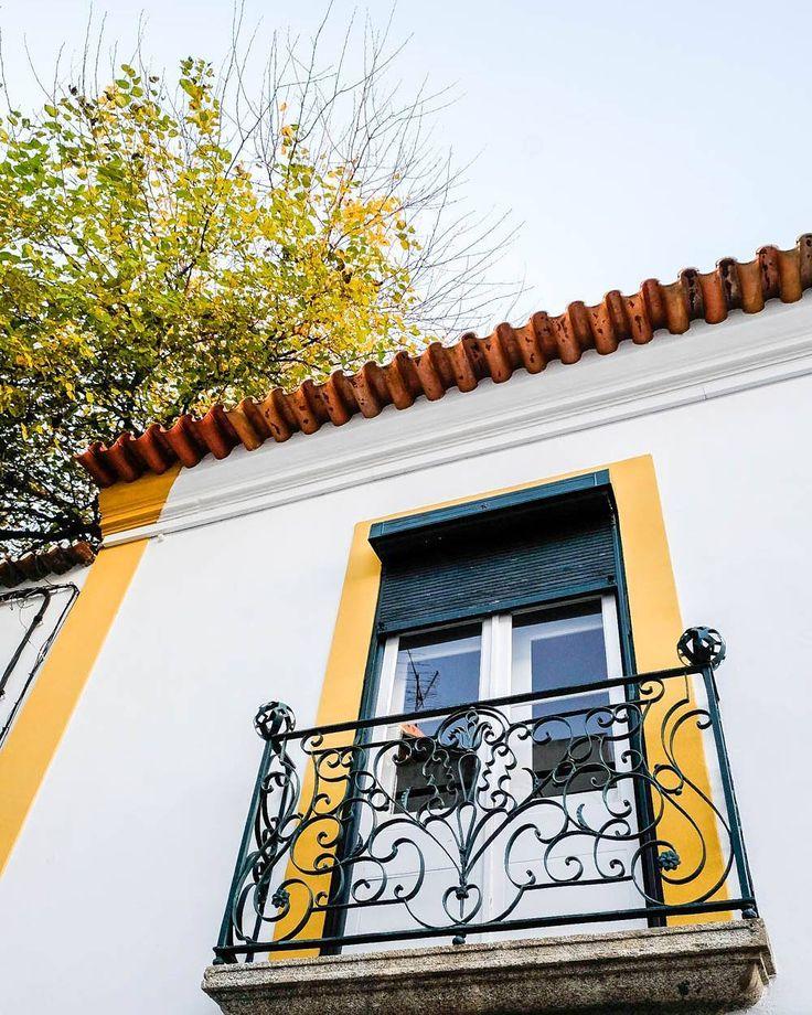 Cores do pôr do sol que combinam com as ruas de Évora. Sunset colours go well with Évora streets.  #Alentejo #Portugal