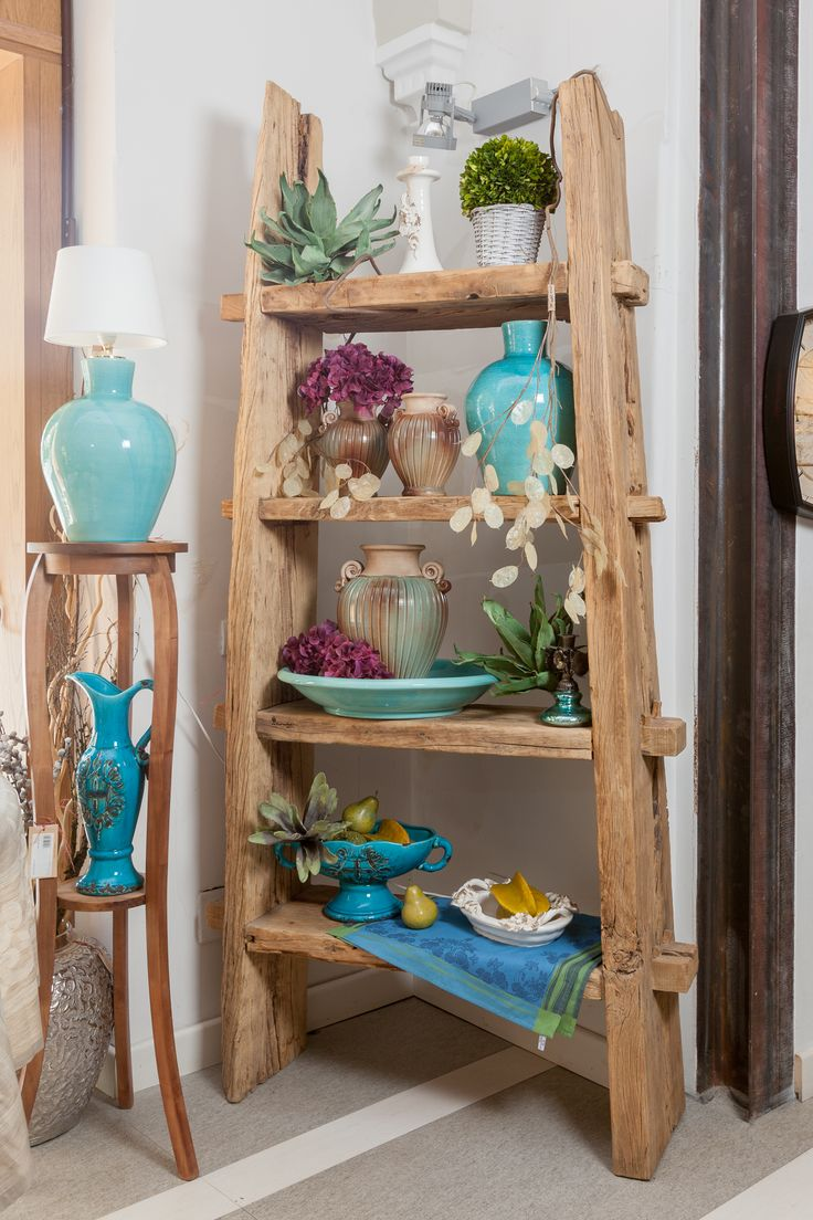 Turquoise vases smiling proudly between hydrangeas on this unique wooden shelf! Don't you love them?