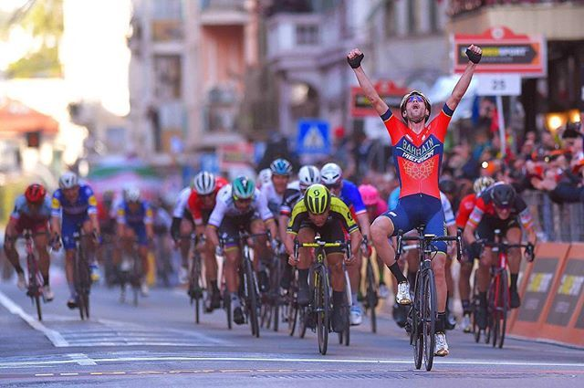 source instagram tdwsport Unexpected but epic win of @vincenzonibali #MilanoSanremo #primavera #winner #celebration #ifyoudonttryyoucantwin #cycling #classics @gettysport @gettyimages tdwsport 2018/03/18 22:55:57