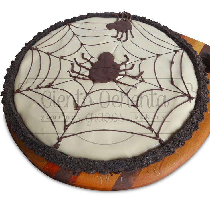 Spider web tart ganache de chocolate, fresas y crema de cafe