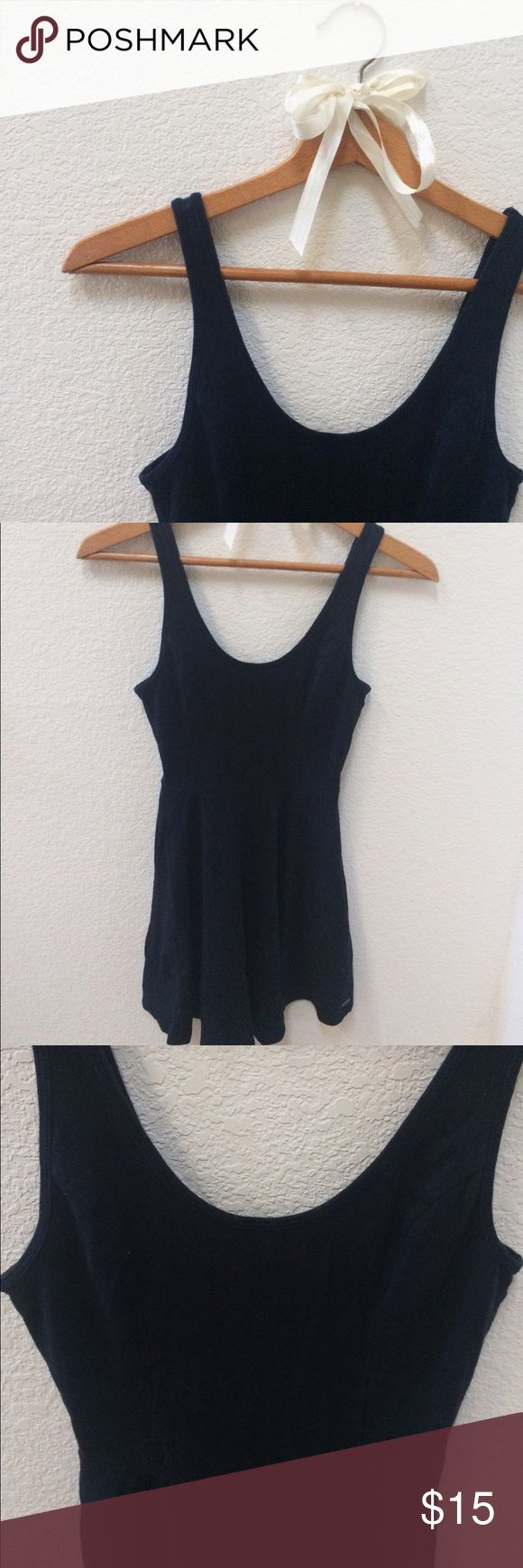 [Hollister] Dark navy skater dress Dark navy dress, size is XS but stretches a lot and is very flattering for those curves 😉 Hollister Dresses