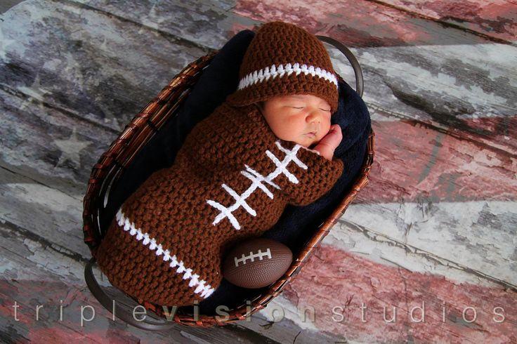 Sombrero de ganchillo recién nacido del balompié y por Babyinthehat, $34,00