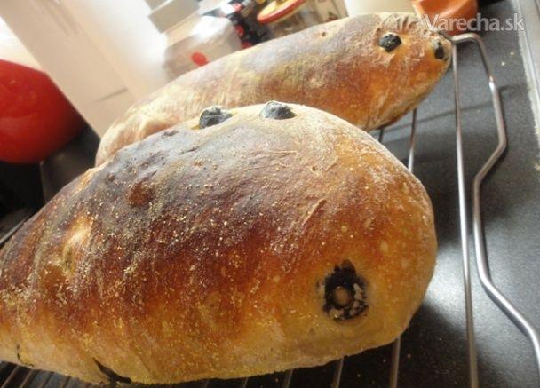 Rustikálny chlieb s čiernymi olivami a žitným kváskom (fotorecept)