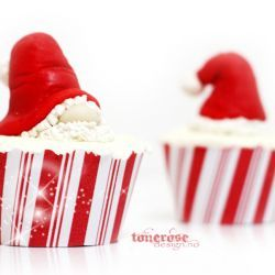 { nissecupcake // nisselue av marsipan } Gratis print cupcake wrapper til jul - Candy cane christmas cupcake wrapper