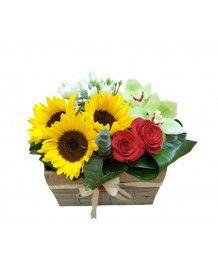 Cosuri de flori Cos cu trandafiri si floarea soarelui