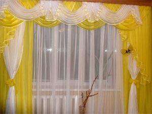 Воздушные желтые шторы для кухни