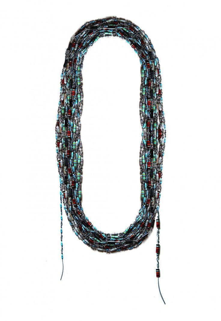 Emilie-Losch _ Resistances 30m de collier .... - expo TRANSMISSION: