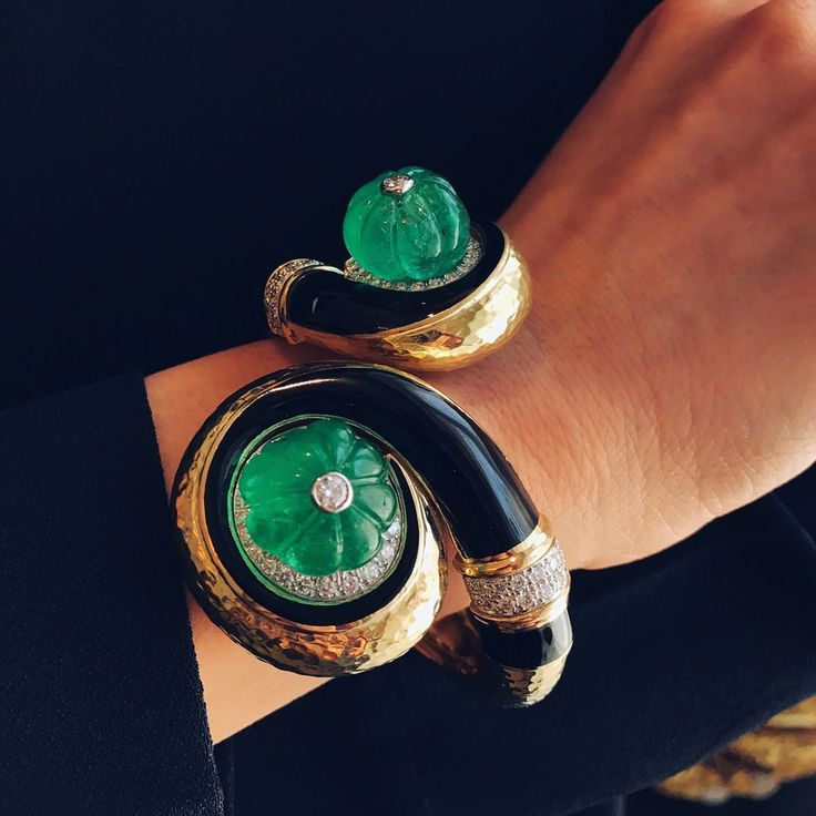David Webb emerald bracelet perfection