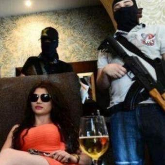 FOTO: Claudia, Cewek Seksi Pemimpin Geng Pembunuh Bayaran Meksiko - VIVAforum