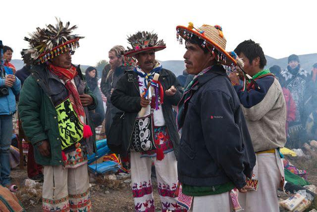 """De acuerdo con la creencia de los huicholes, durante el transcurso de la primera peregrinación algunos miembros de la comunidad kiekari –que significa """"toda la comunidad"""" o """"todo el mundo"""" en la lengua huichol–, se quedaron en el camino convirtiéndose en elementos de la naturaleza; tales como piedras, cerros, peñas, manantiales, lagos o animales. Otros, los que alcanzaron a llegar a su destino, forjaron al grupo étnico huichol que ha sido reconocido social y culturalmente por el mundo…"""