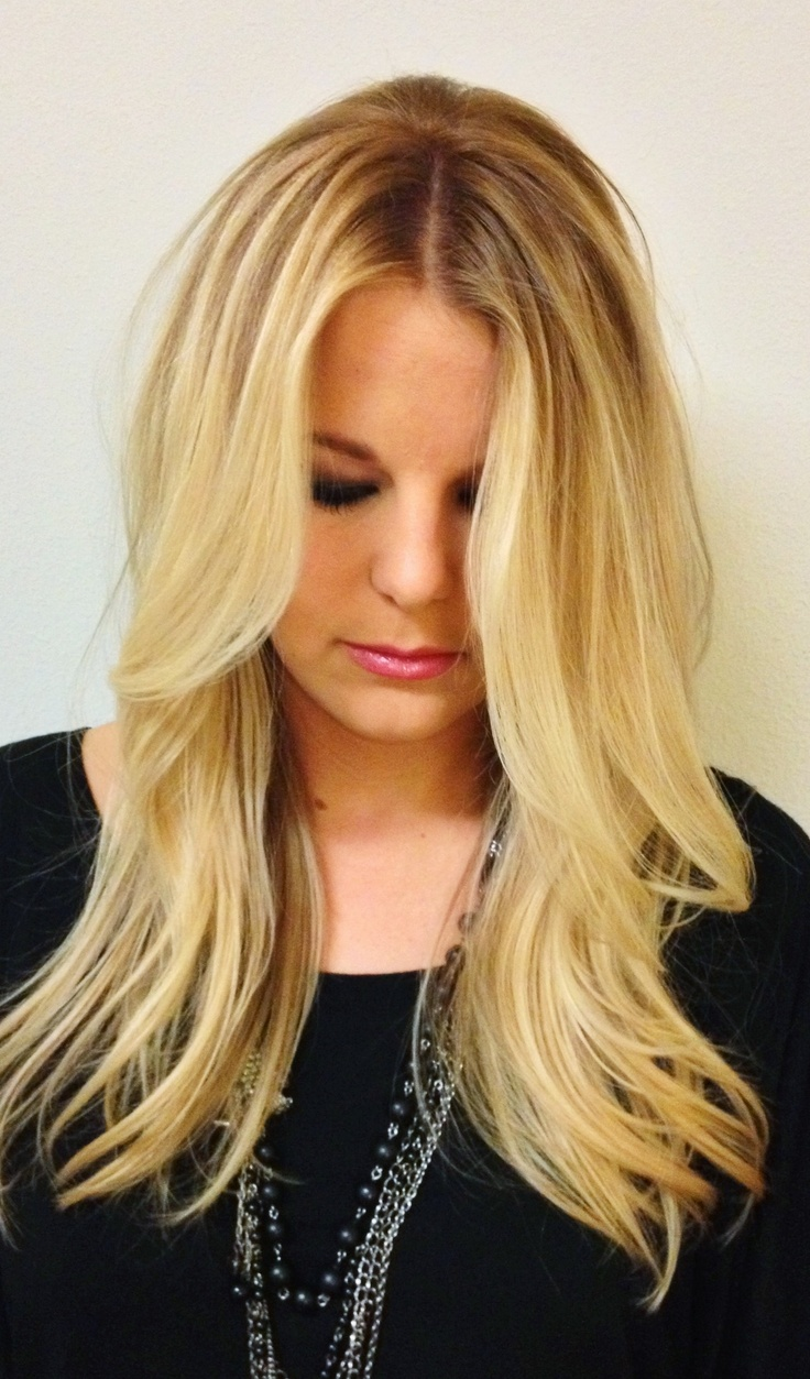 Long Blonde Hair Middle Part Balayage Wavy Hair