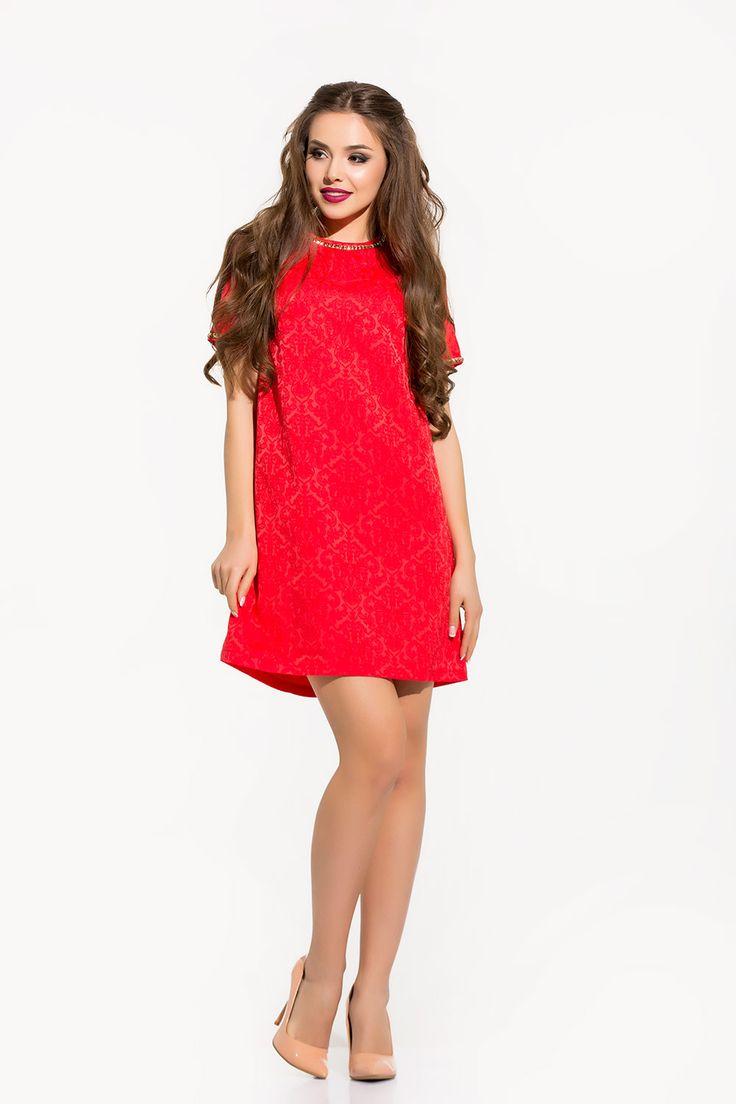 Восхитительное жаккардовое #платье ярко-красного цвета. С короткими рукавами, длины выше колен. В сочетании с ярко накрашенными губами создаст притягательный соблазнительный образ #fashion #fashion16 #style #fashionably #stylishly #dress #photo #model #clothes #like #одежда #мода #стиль