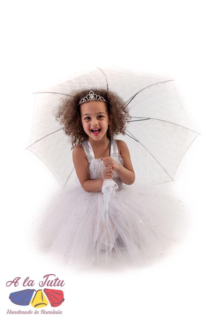 Rochita TUTU Handmade in Romania. Rochita pentru copii, rochita pentru printese, realizata din 4 randuri de tulle. Rochii pentru petreceri copii, serbare gradinita, nunta si botez, sau pentru a fi oferite cadou.costum serbare, nunta tutu, printese tutu, rochita copii, rochita serbare, serbare tutu, tul copii, tul fete, tulle copii, tulle fete, tutu bebelusi, tutu botez, tutu copii, tutu fete, tutu fetite, rochita printesa, rochita botez, rochita nunta copii, haine copii,rochie petrecere…