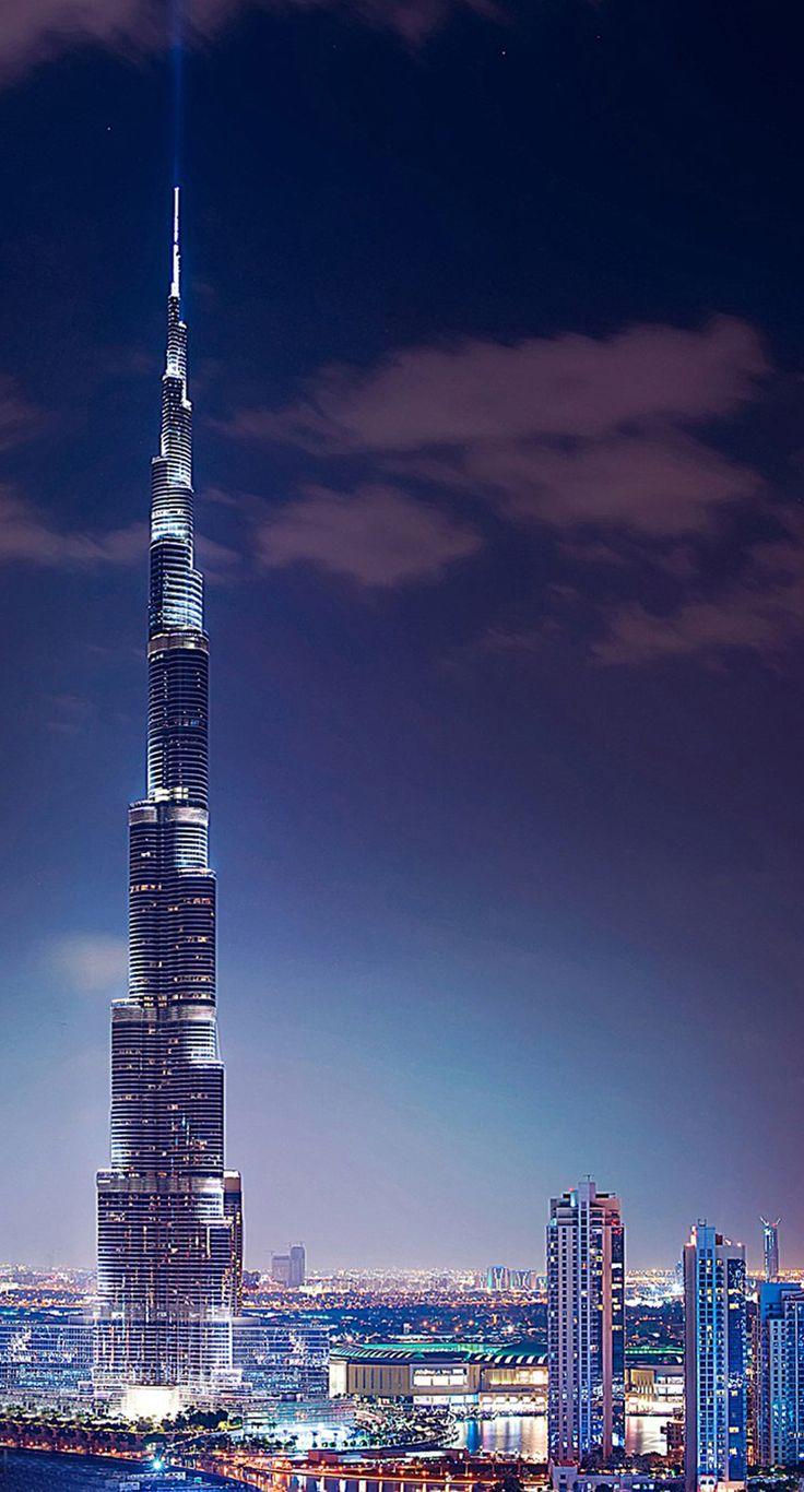Dubai is a futuristic city, this is Dubai, Burj Khalifa, in a night view. The total height of 828m. Currently (2016.02.) the world's tallest building _ Dubai egy futurisztikus város, ez a Burdzs Kalifa (Kalifa-torony), egy éjszakai felvételen.  Teljes magassága 828m. Jelenleg (2016.02.) a világ legmagasabb épületének számít_photo by Subbotina