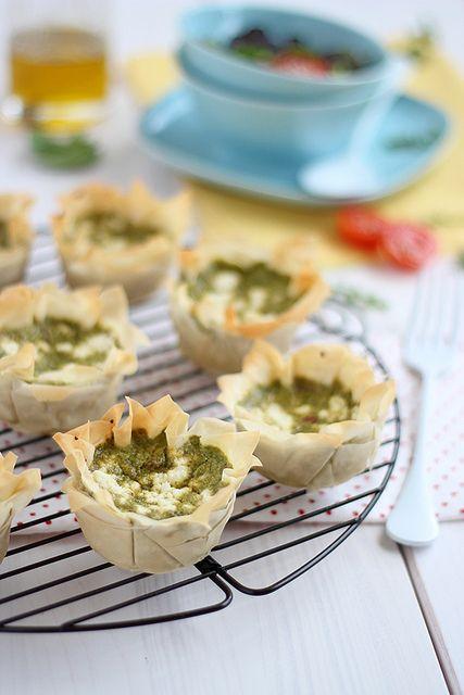 Cestas de masa filo con crema de espinacas, albahaca y queso de cabra