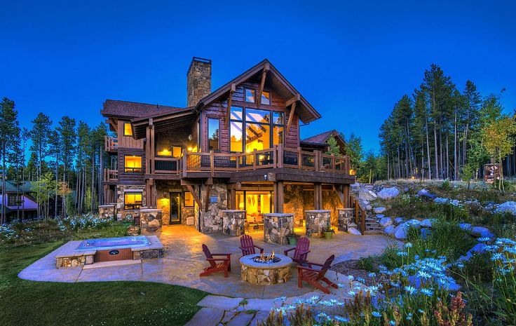 Want to do a fun summer trip with ALLyour friends or family? Well, there are some amazing houses you can rent these days that could be cheaper than renting hotel rooms. Plus, you get the added benefit of everyone staying in one place together for some quality bonding time. And