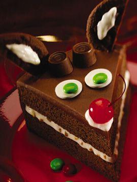 Wonderfully cute Christmas reindeer cake. #food #cake #Christmas #desserts