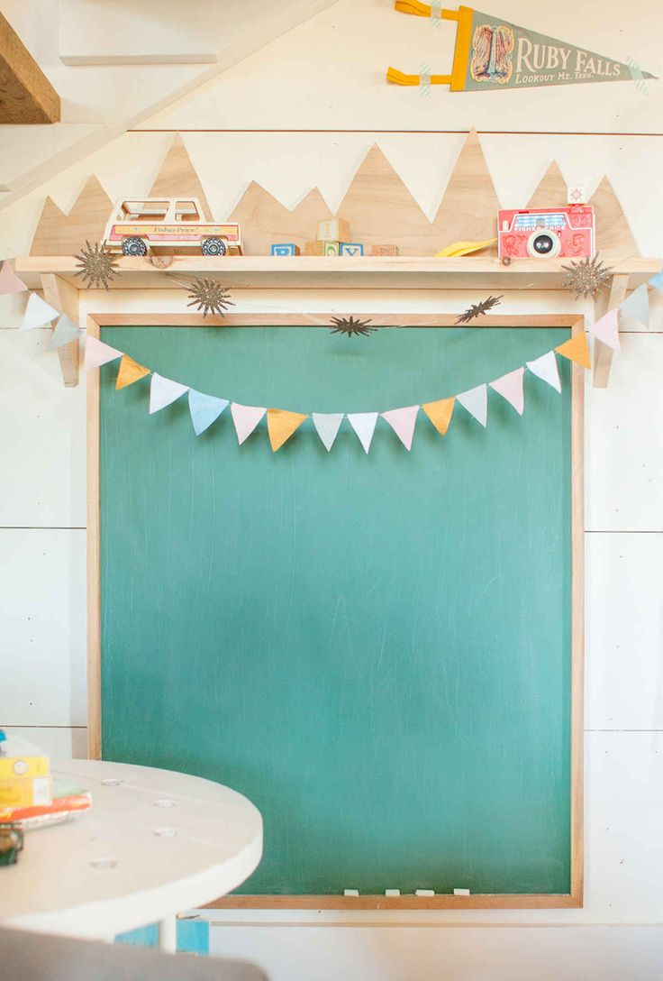 DIY shelf and chalkboard