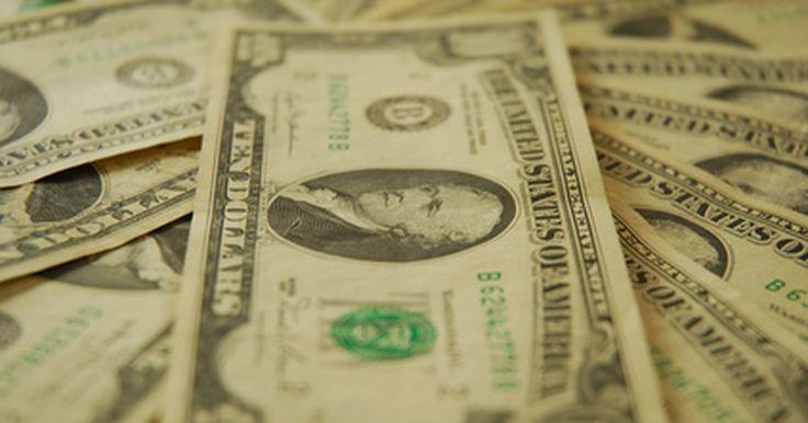 ¿Qué es el NAV en los fondos mutuos de inversión?. Un fondo de inversión combina el dinero de muchos inversionistas en un fondo único que compra y vende valores en nombre de estos inversores. Los fondos de inversión necesitan una manera de dividir las reclamaciones a los activos del fondo entre los inversionistas que son dueños de acciones del fondo. Cuando un inversionista compra acciones de un ...