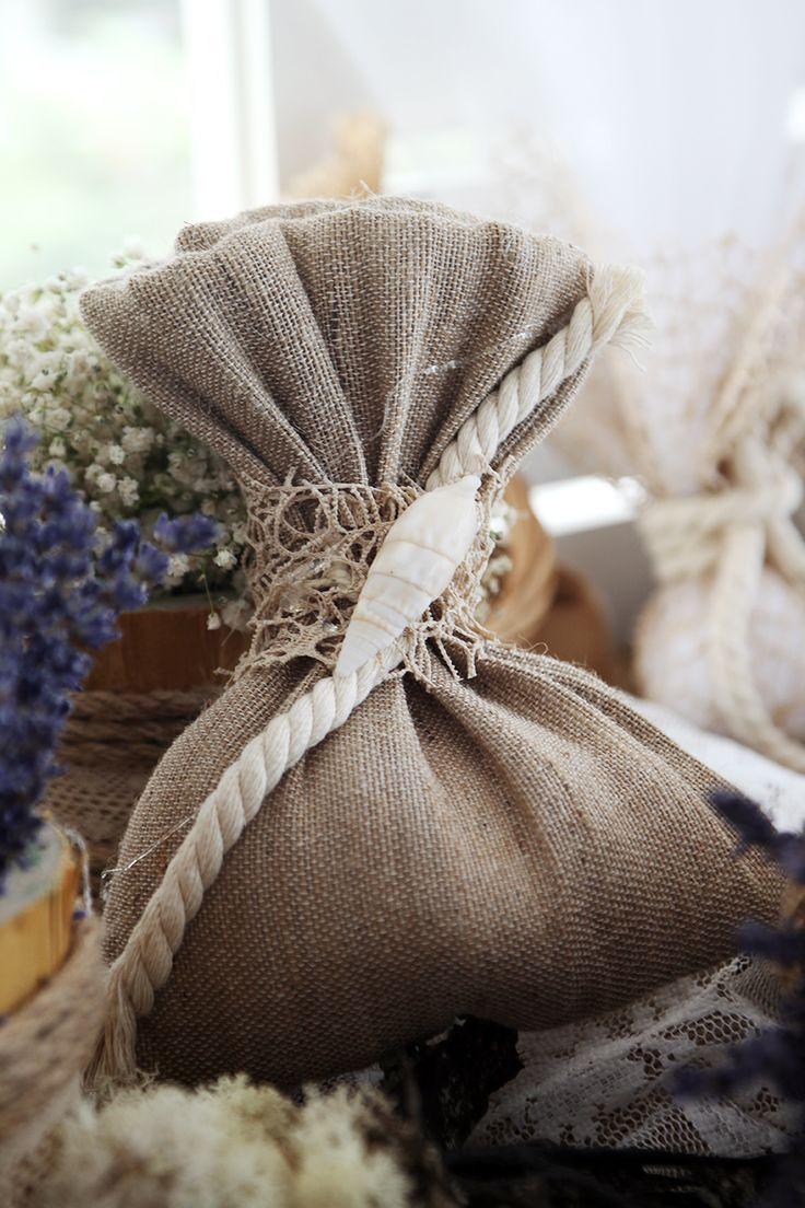 Μπομπονιέρα Atelier Zolotas διακοσμημένη με κορδόνι και κοχύλι