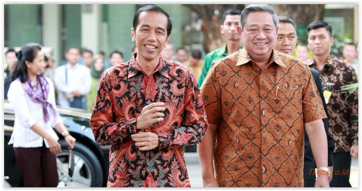 #sby #jokowi #Presiden ke-6 Republik Indonesia, Susilo Bambang Yudhoyono (SBY), menanggapi usulan Pasal Penghinaan Presiden yang diajukan pemerintahan Presiden ke-7 Jokowi. Menanggapi lewat akun twitternya, SBY menyatakan penggunaan kekuasaan yang berlebihan itu tidak baik, termasuk memperkarakan orang yang menghina presiden. Kesimpulan: #demokrasi & kebebasan penting, namun jangan lampaui batas. Demokrasi juga perlu tertib, tapi negara tak perlu