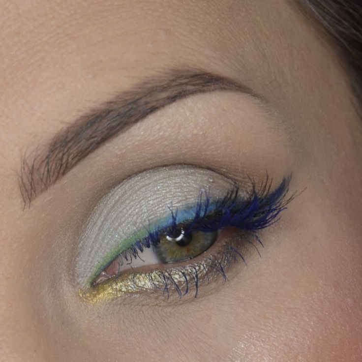 Ombre liner by anatekiela takes this look to the next level. She used Makeup Geek's Signature Eyeshadows in Chickadee, Gold Digger, and Neptune with Makeup Geek's Foiled Eyeshadows in Caitlin Rose and Magic Act.